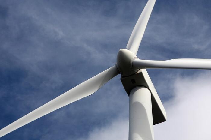 Ветросиловая установка работает благодаря смазке промышленным трансмиссионным маслом хорошего качества